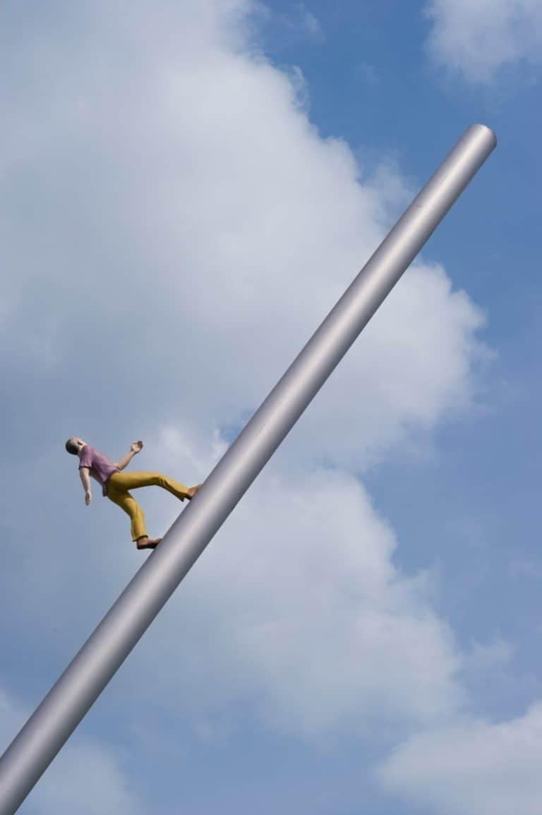 5015_Himmelsstuermer_-_Man_walking_to_the_sky_1024-min